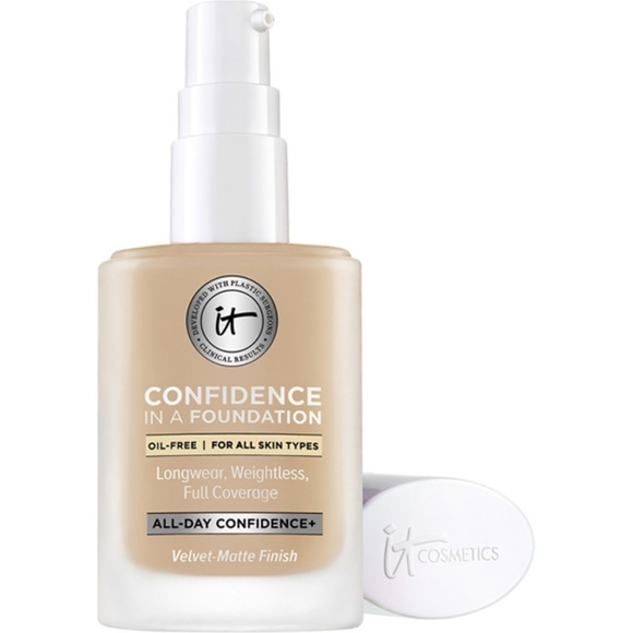 it cosmetics Other - NWT It Confidence in a Foundation - Medium